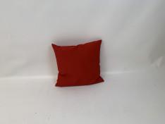 Sierkussen, Cartenza uni red 58x56 B3,4 2004